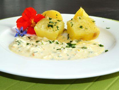 Frühkartoffeln mit Kräuter-Joghurt-Sauce