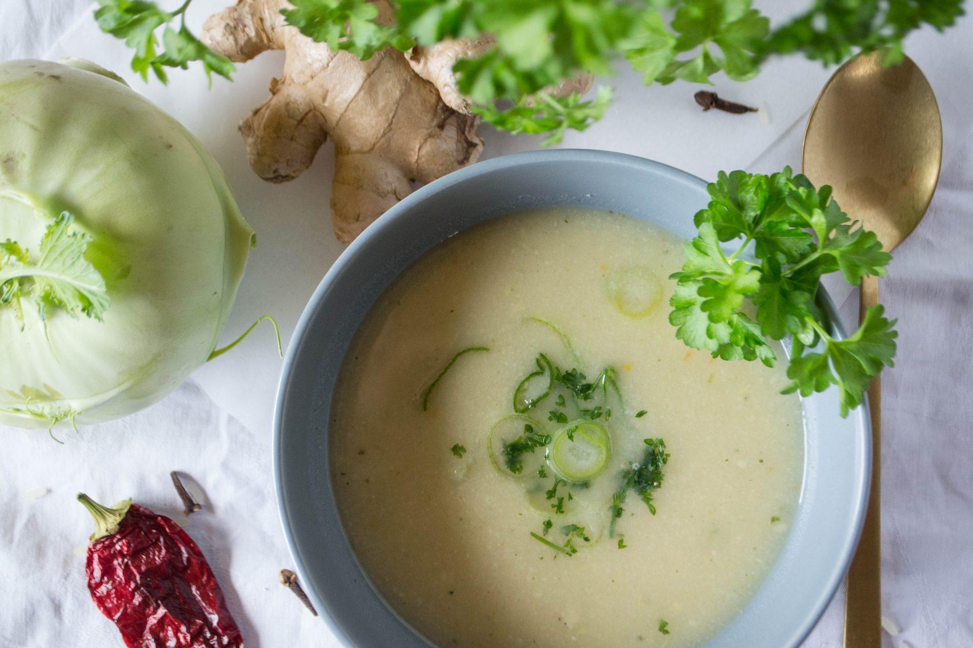 Kohlrabi-Gewürzreis-Suppe mit Ingwer