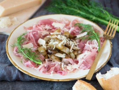 Fenchel karamellisiert, zu Parmaschinken, Parmesan und Weißbrot