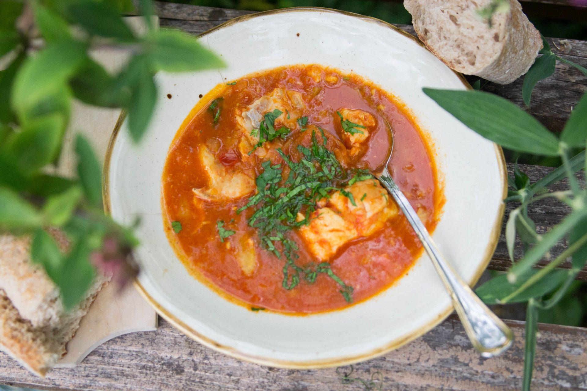 Fischsuppe mit Tomaten und Fenchel