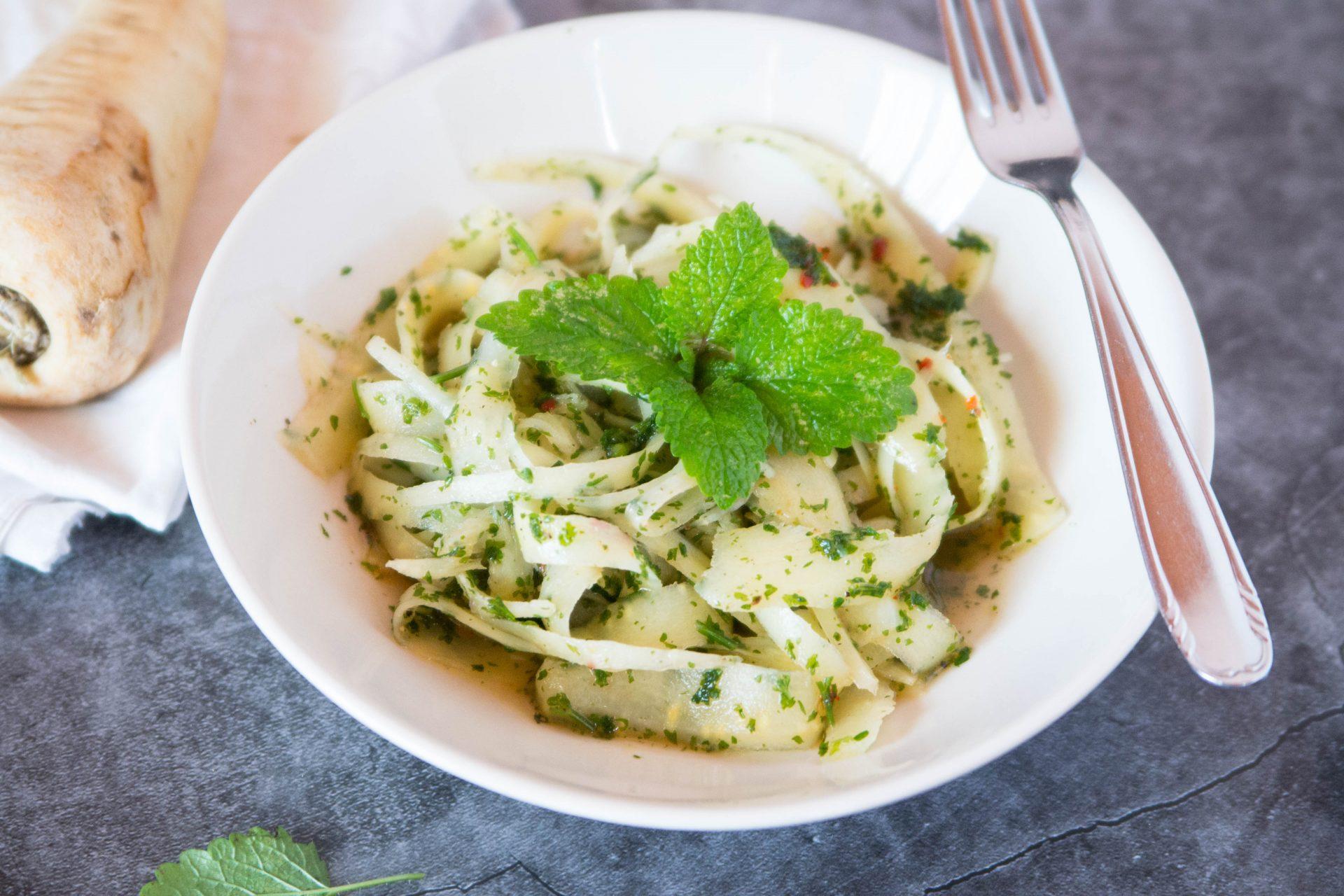 Pastinaken-Salat mit Zitronen-Chili-Marinade