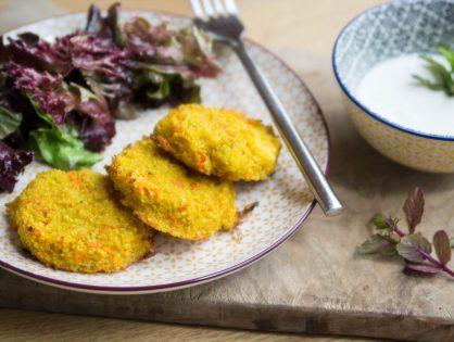 Couscous-Gemüse-Puffer mit Minze-Joghurt-Dip