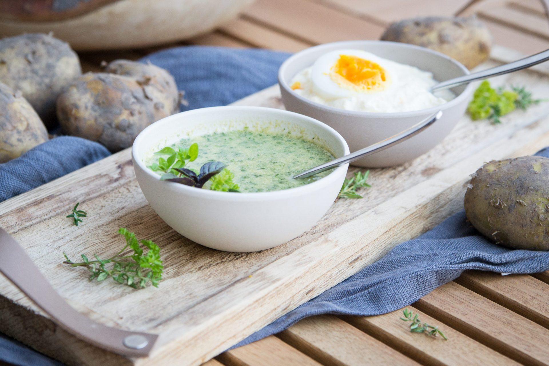 Frühkartoffel mit Kräuter-Mayonnaise und Kräuter-Joghurt-Dip mit Ei