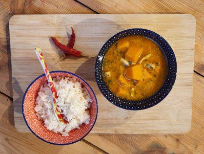 Thailändisches Curry mit Huhn und Kürbis, scharf