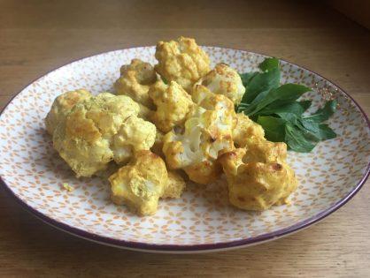 Würziger Karfiol aus dem Ofen mit Joghurt-Dip