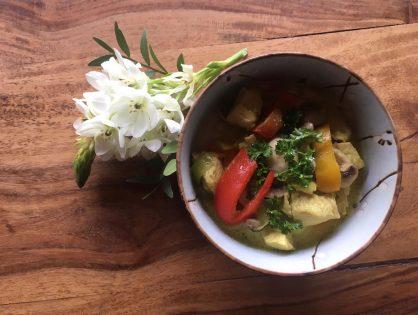 Curry vom Huhn, mit Champignons, Paprika und Lauch