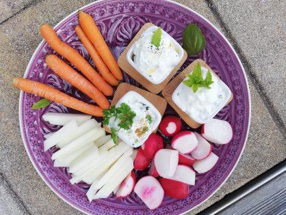 Bundkarotten, Kohlrabi und Radieschen mit Dip