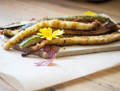 Panierte Zucchini-Schlangen, heiß oder lauwarm