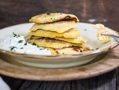 Sauerkraut-Pancakes mit Joghurt-Knoblauch-Dip