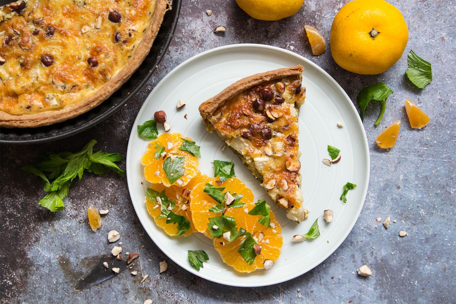 Sellerie-Tarte mit Haselnüssen zu marinierten Mandarinen